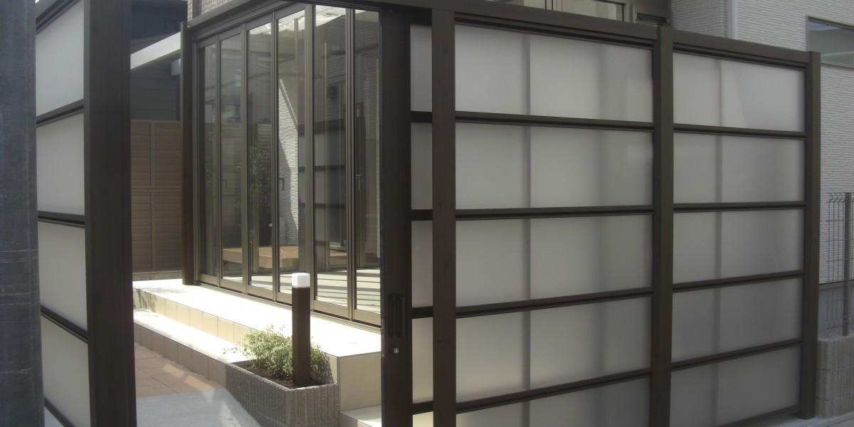 お庭にガーデンルームとスクリーンフェンスでプライベート空間を作る施工事例