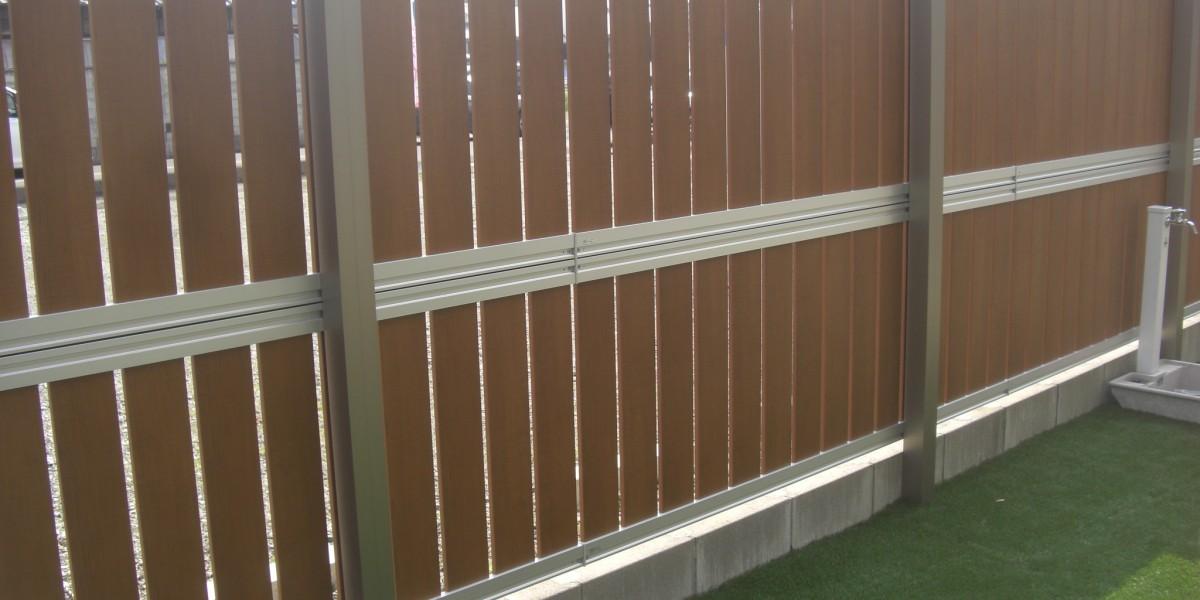 お庭の人工芝張りと目隠し2段フェンスの設置施工事例 大口町
