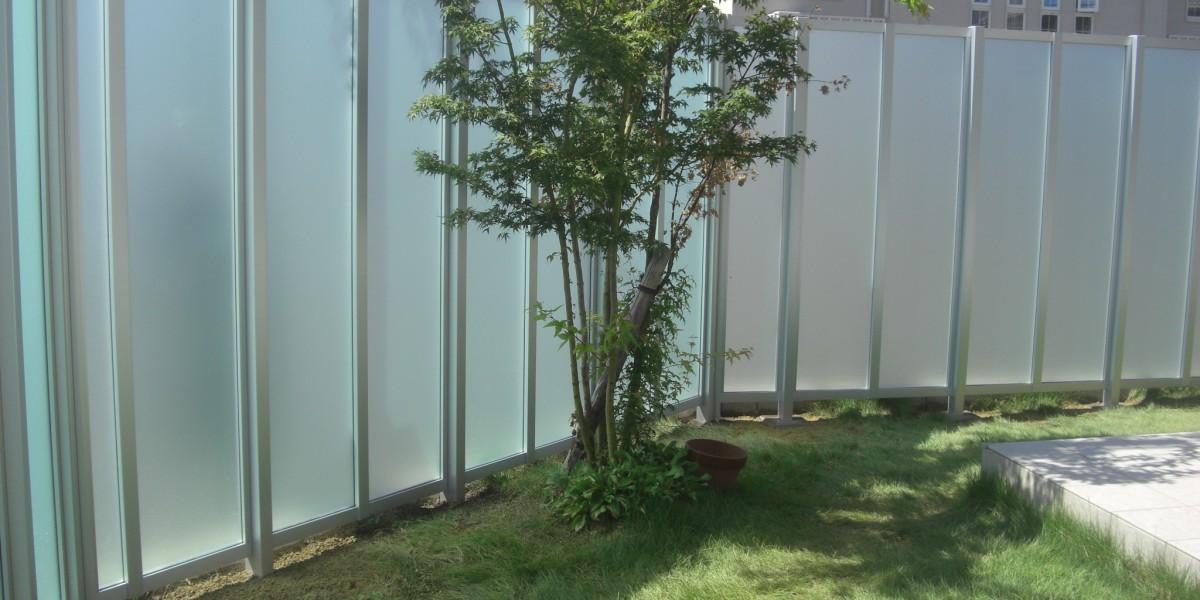 プライバシーを保護する目隠しフェンスの施工事例 犬山市K様邸