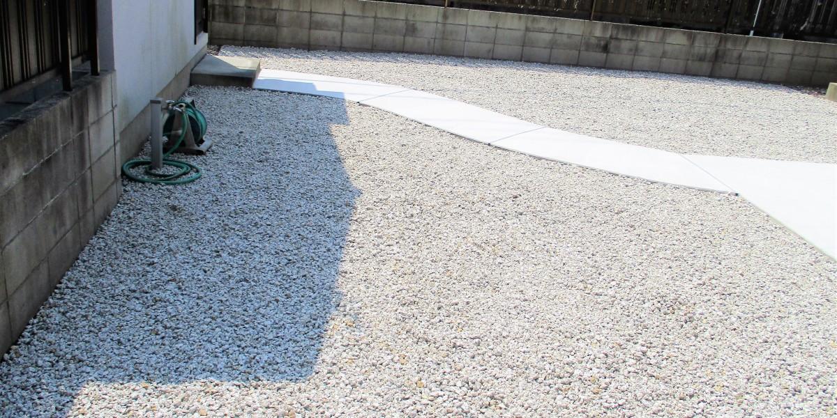 防草シート と砂利敷