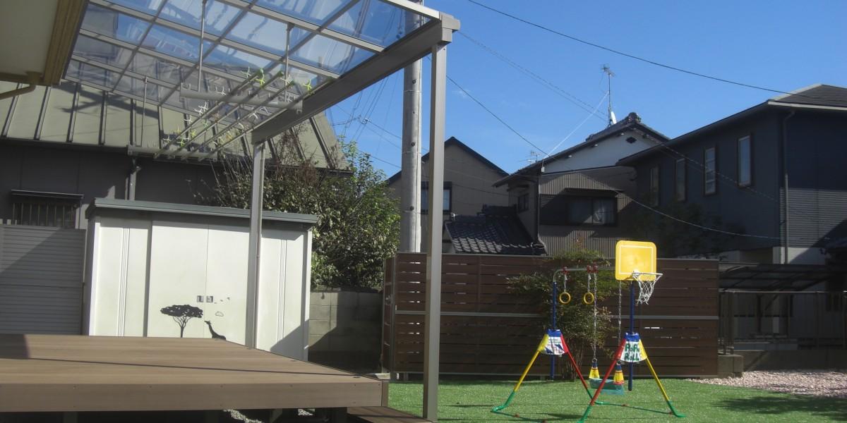 お庭の雑草対策に人工芝張り・ウッドデッキ&テラスの施工例|江南市M様邸