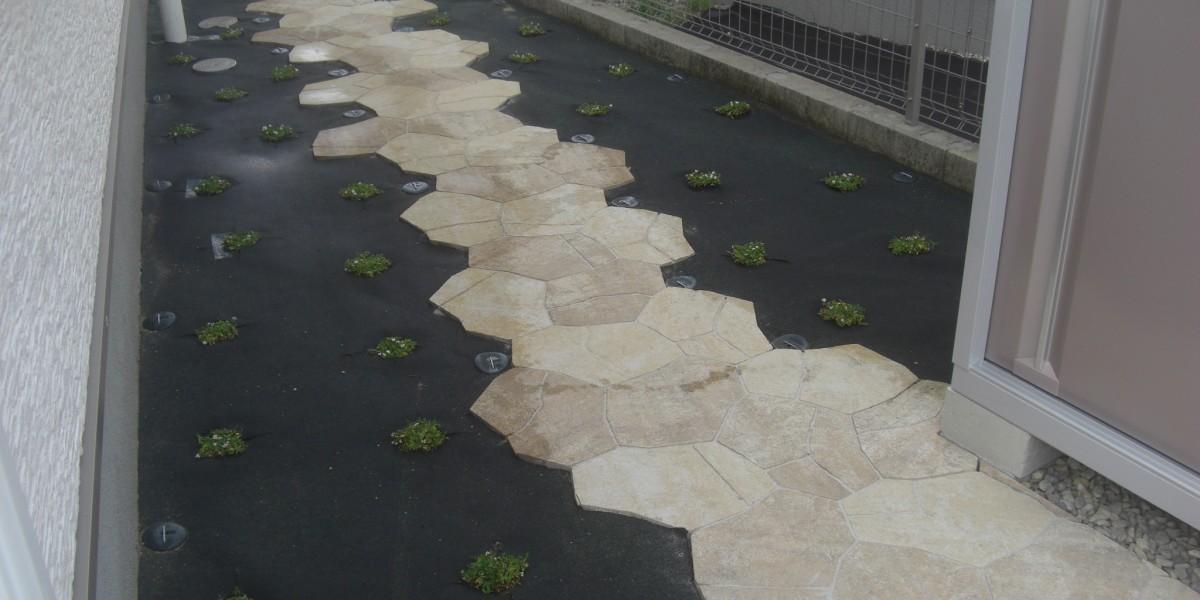 ナチュラルな印象のグランドカバー植物による雑草対策施工例|犬山市