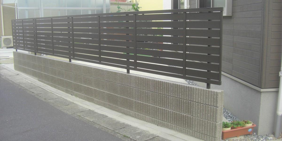 化粧ブロック積みとフェンスの取付工事