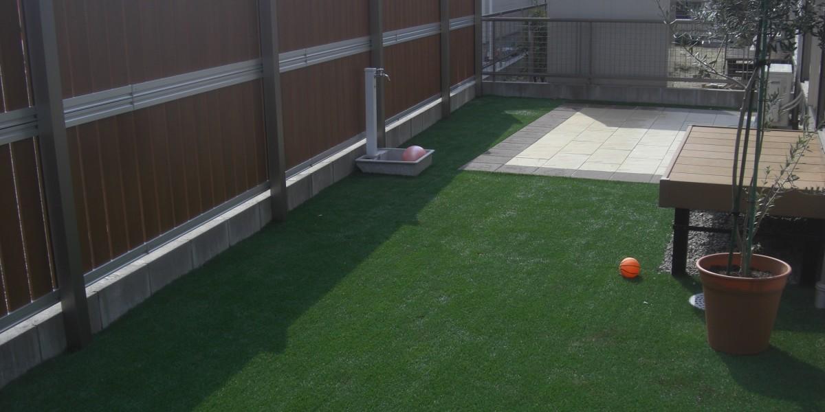 シンプルな庭, リアルな人工芝2