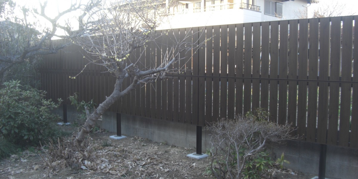 隣地からのプライバシー保護!おしゃれな木目の目隠しスクリーンフェンスの施工事例 江南市