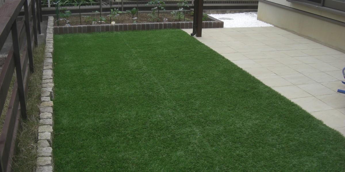 お庭の雑草対策 人工芝と平板敷き 施工事例|犬山市