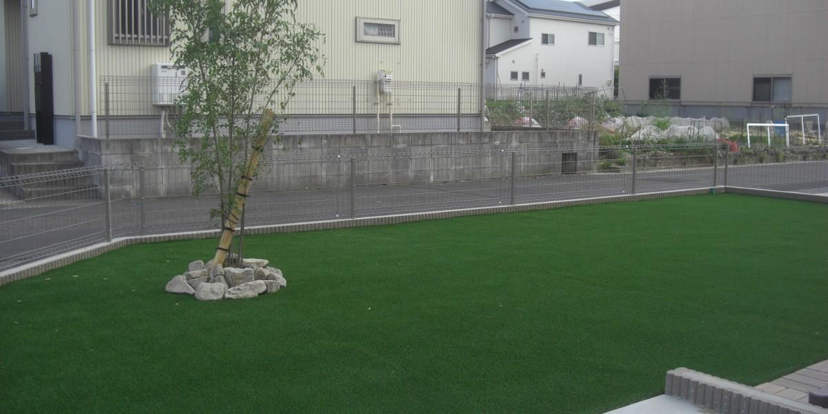 雑草対策にも最適なリアル人工芝張り施工事例 江南市