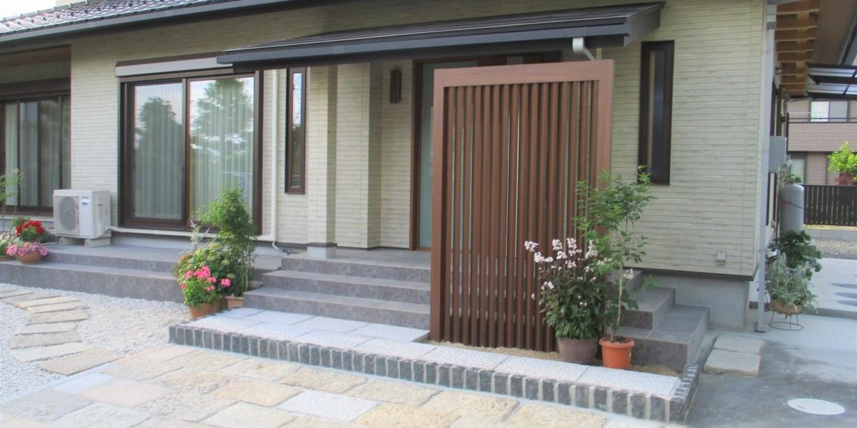 既設の庭や敷石を生かした外構工事