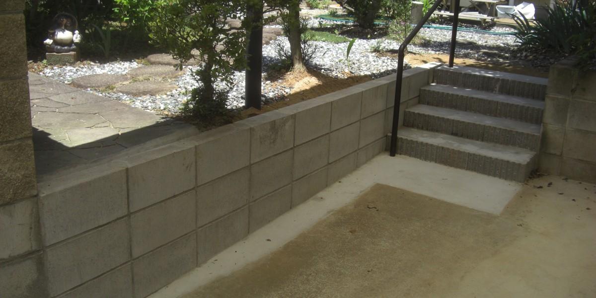 急な勾配のスロープが危険だから変えたい!階段と手すりを設置し、駐車場スペースも確保できた工事の施工例|犬山市