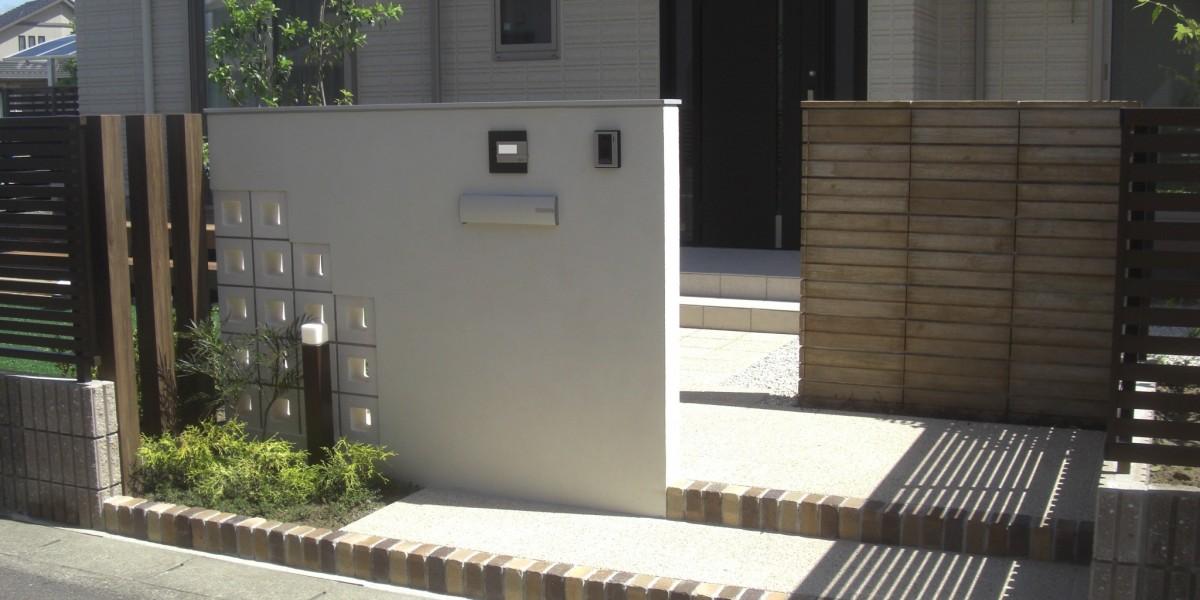 植物を活かしたナチュラルな印象の新築外構・門廻りの施工例|江南市