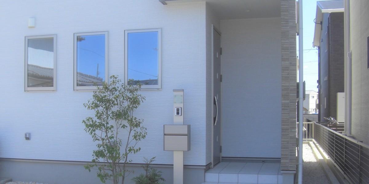 シンプルモダンの新築外構工事の施工例