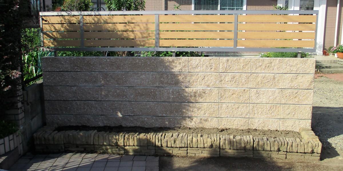 強い風で倒れそうになっている危険な生垣の撤去|江南市