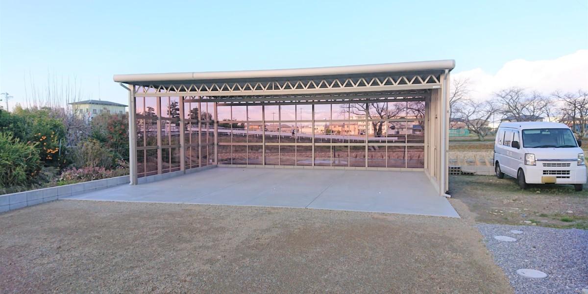 ポリカパネル三面囲いの3台用セッパンカーポートの駐車場施工例|大口町