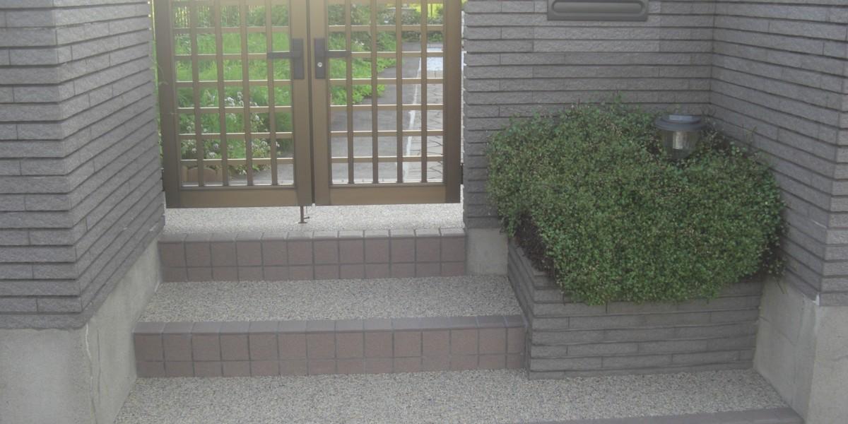 雨の日に滑りやすいタイル貼を、安全で使い勝手の良い門廻りにリフォーム 江南市I様邸