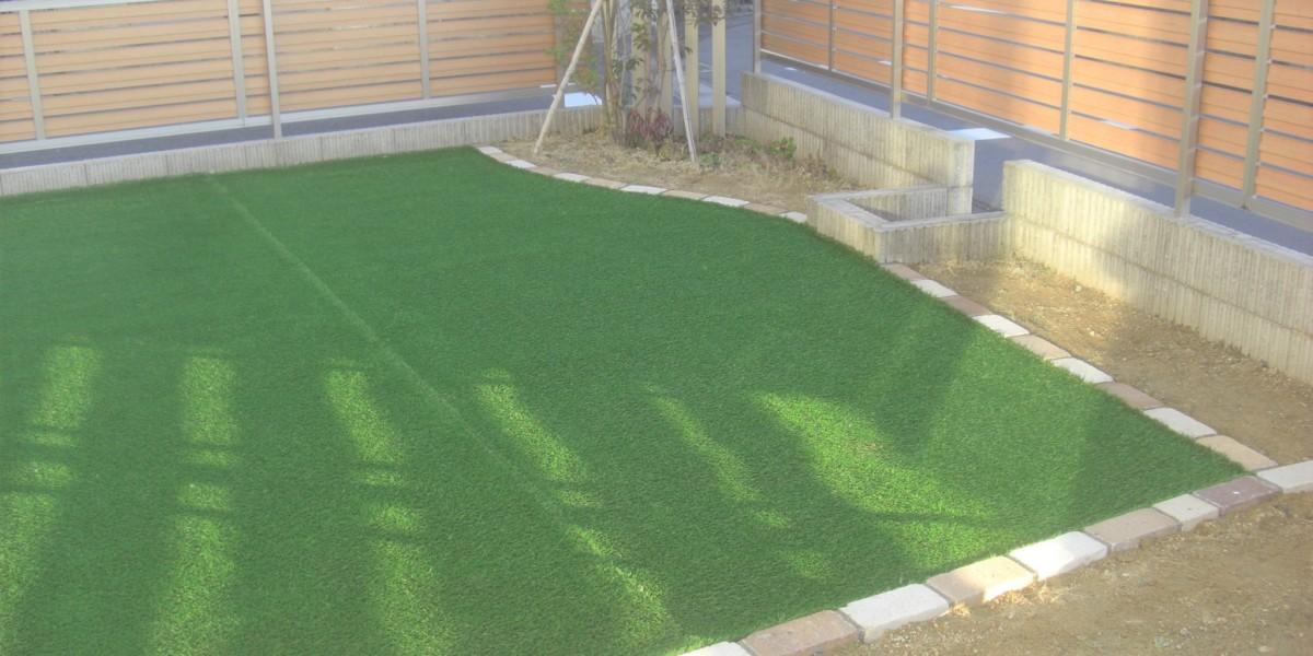 人工芝張りで管理が楽でおしゃれな庭にリフォームの施工事例|大口町