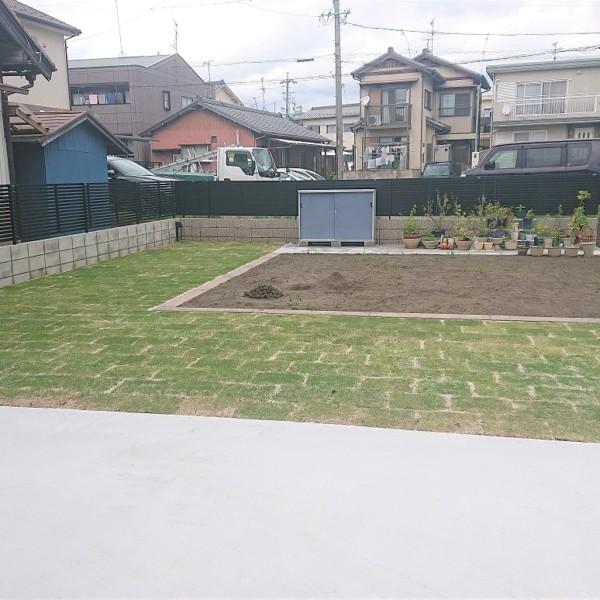 家庭菜園スペースと芝張り