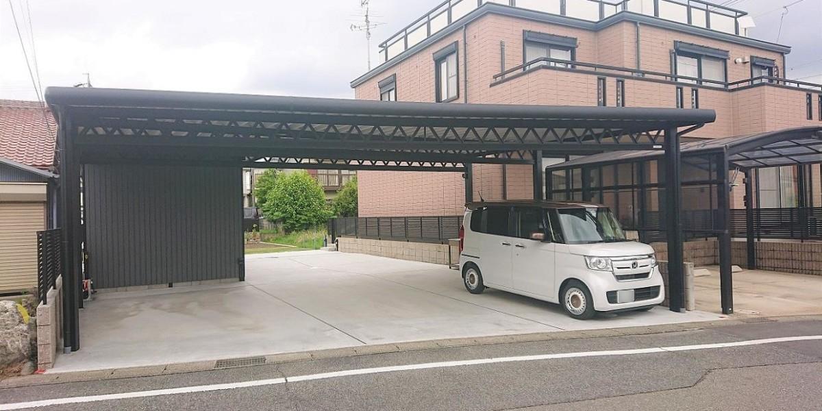 頑丈なセッパンカーポートとセッパン倉庫のある広い駐車スペース