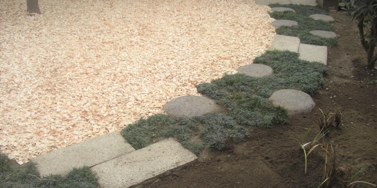 お庭の管理を楽にするリフォーム工事(庭木撤去移植)施工事例