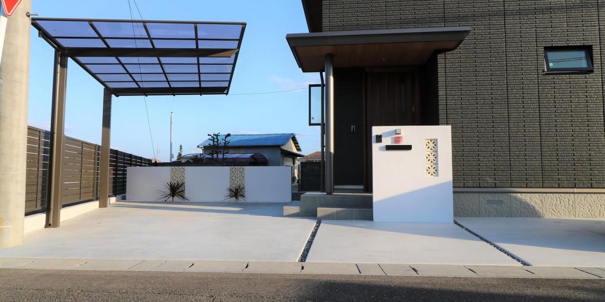黒い外壁に合うシンプルでおしゃれなリゾート風新築外構工事|扶桑町