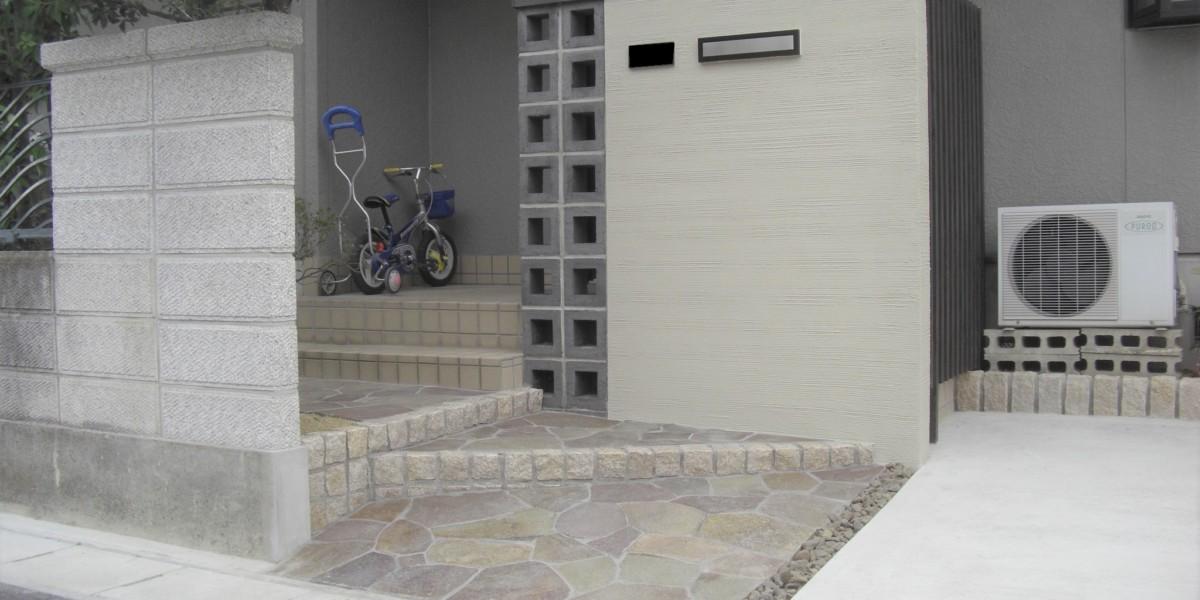 和モンダンな門・塀 アプローチ・植栽・花壇のリフォームの施工例|稲沢市