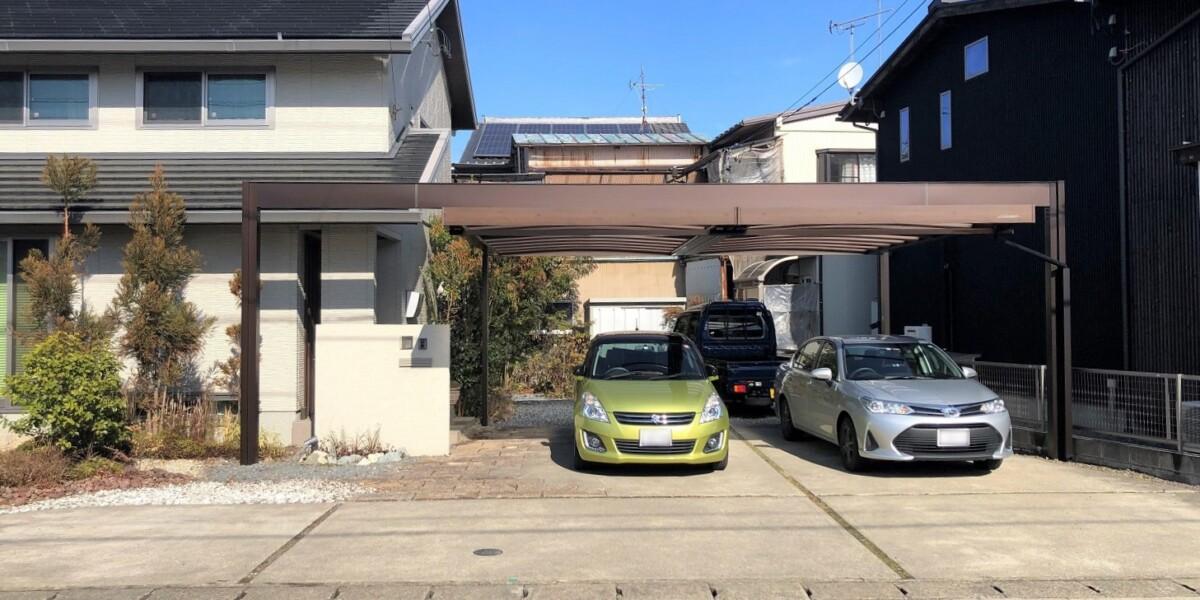 柱移動が自由にできる木目調のかっこいい2台用のカーポートの取付工事|各務原市