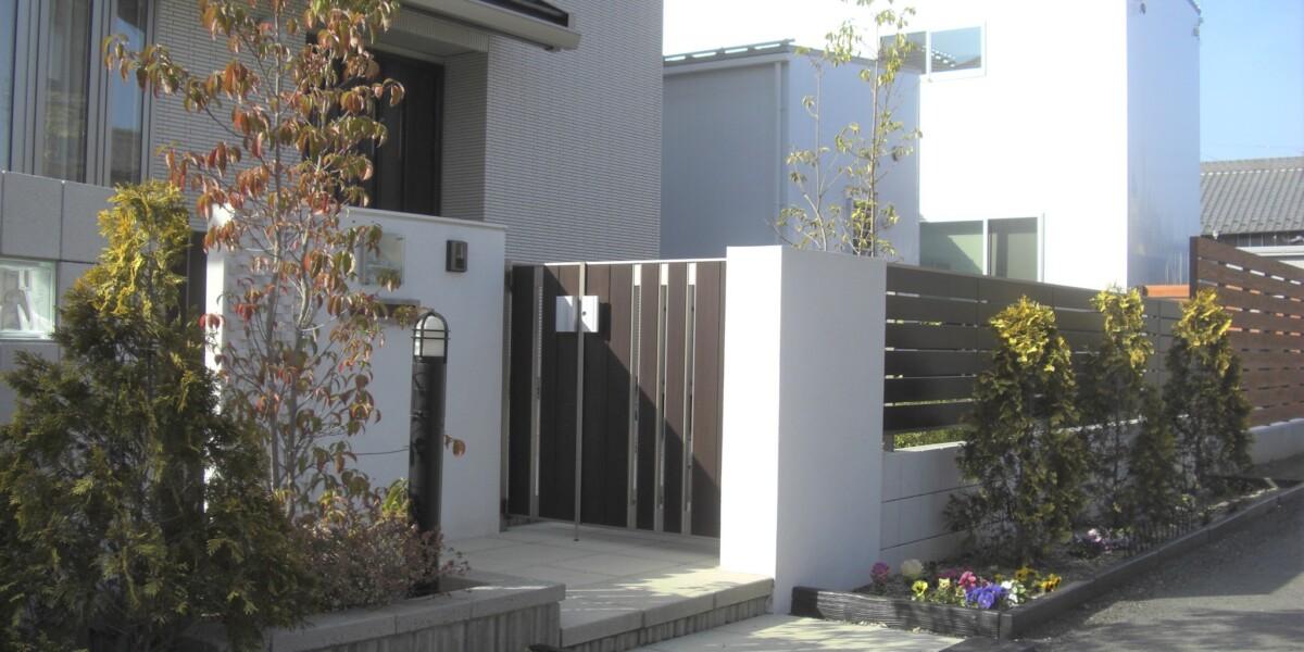 江南市のS様邸 施工事例|新築外構 アプローチ 門 ガラスブロック