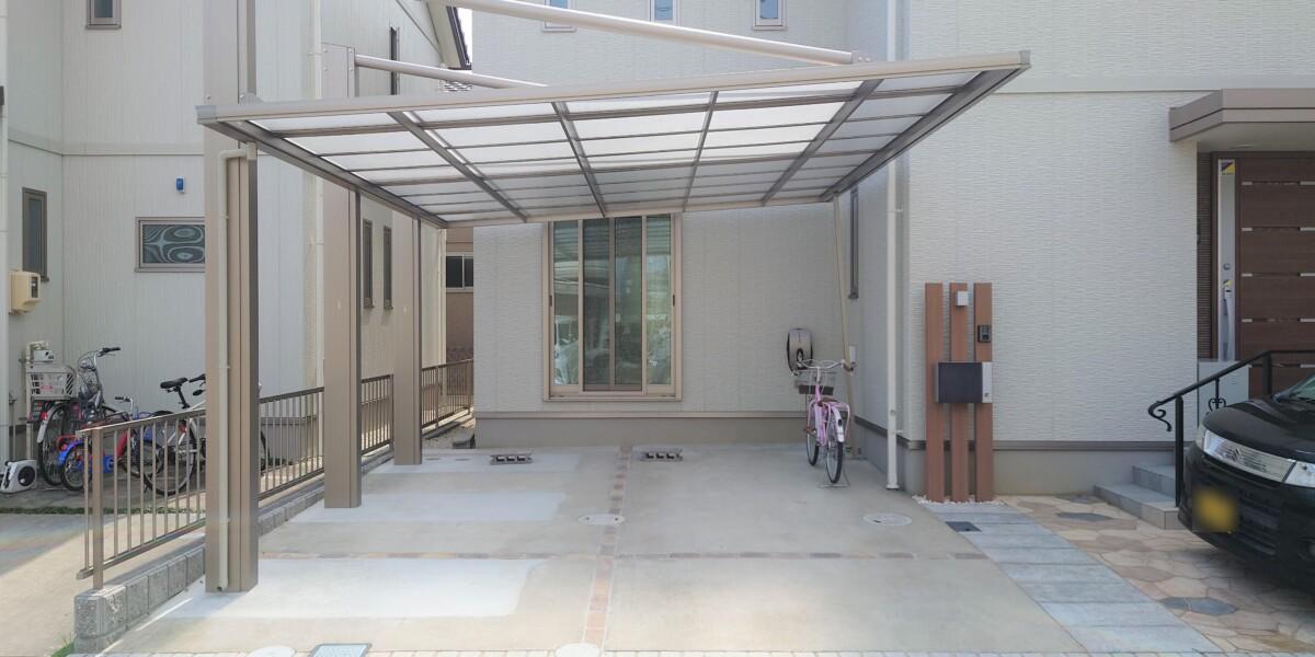側面支持で駐車が楽でかっこいいカーポートの設置と駐車スペースの拡張工事の施工例|大口町