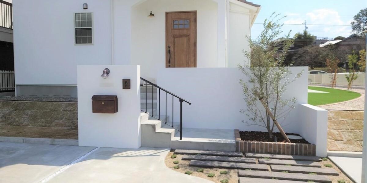 白を基調としたナチュラルテイストの新築外構|犬山市